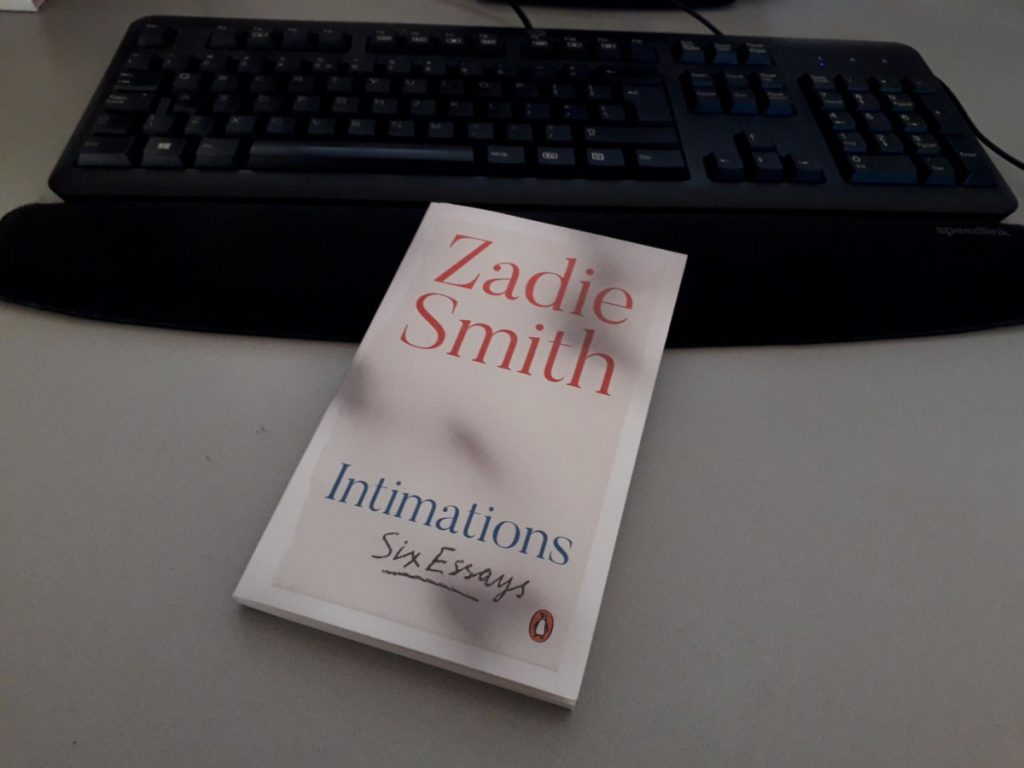 Foto-van-essaybundel-Intimations-van-de-Britse-auteur-Zadie-Smith